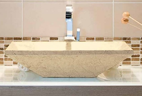 Lavabo in marmo trapezoidale 30 x 60 x 15 cm.